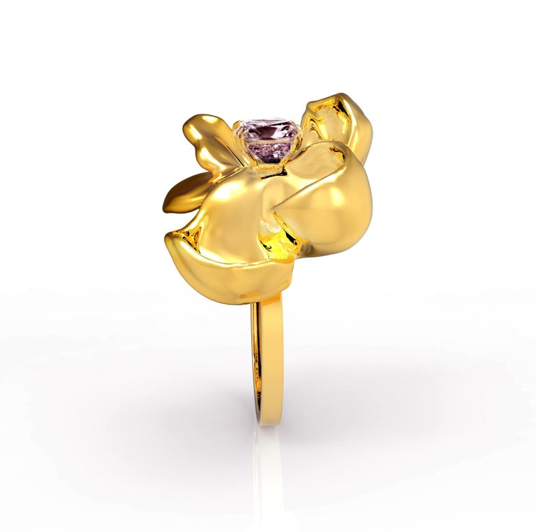 18 Karat Yellow Gold Contemporary Cocktail Ring with Storm Purple Spinel For Sale 5