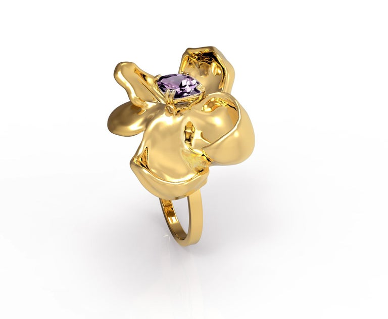 18 Karat Yellow Gold Contemporary Cocktail Ring with Storm Purple Spinel For Sale 4