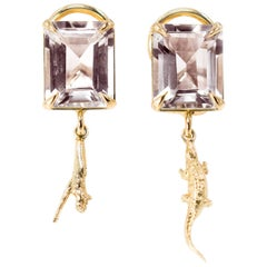 18 Karat Yellow Gold Contemporary Dangle Earrings with Morganites