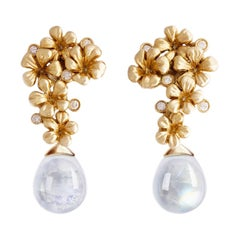 18 Karat Yellow Gold Contemporary Earrings with Diamonds and Quartzes