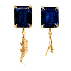 18 Karat Yellow Gold Contemporary Earrings with Sapphires