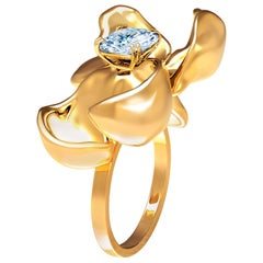 18 Karat Yellow Gold Contemporary Engagement Ring with Light Blue Sapphire