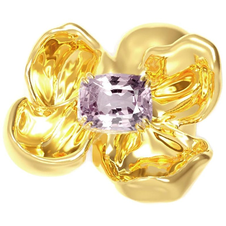 18 Karat Yellow Gold Contemporary Magnolia Brooch with Light Purple Spinel For Sale