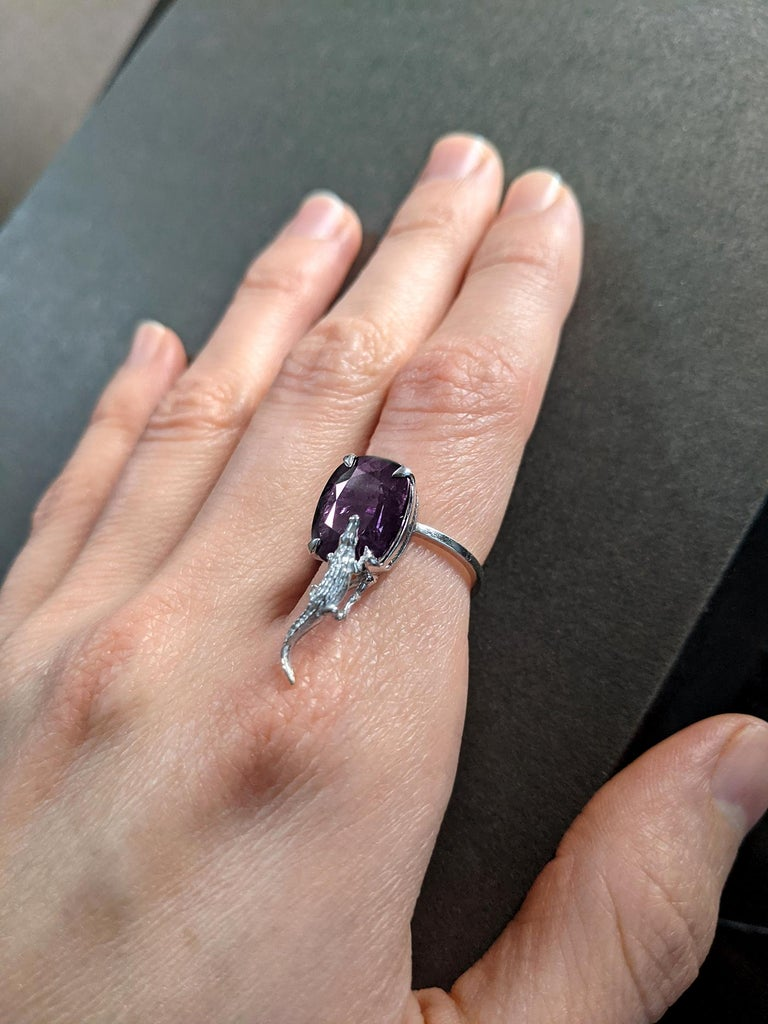 Artist 18 Karat Yellow Gold Contemporary Ring with 7.42 Ct Perfect Storm Purple Spinel For Sale