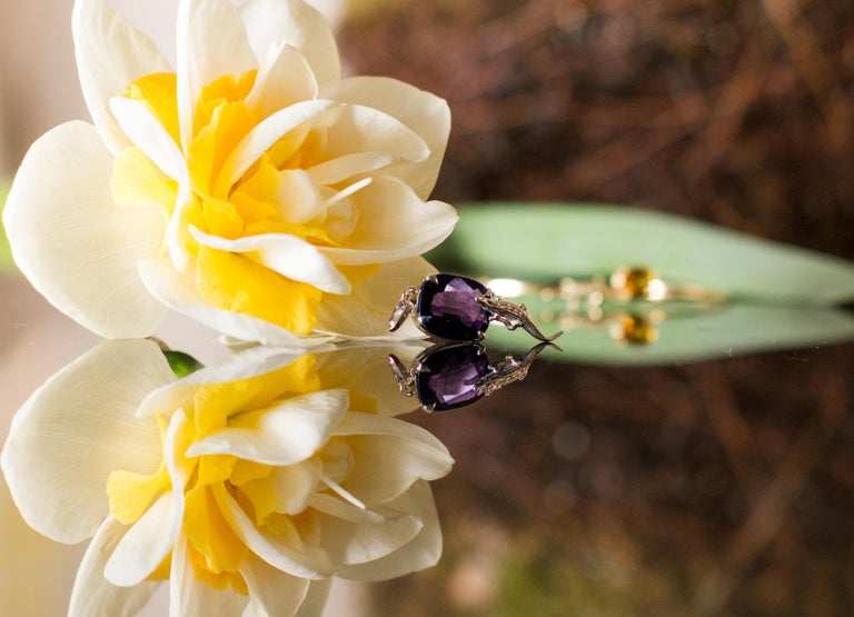 Cushion Cut 18 Karat Yellow Gold Contemporary Ring with 7.42 Ct Perfect Storm Purple Spinel For Sale
