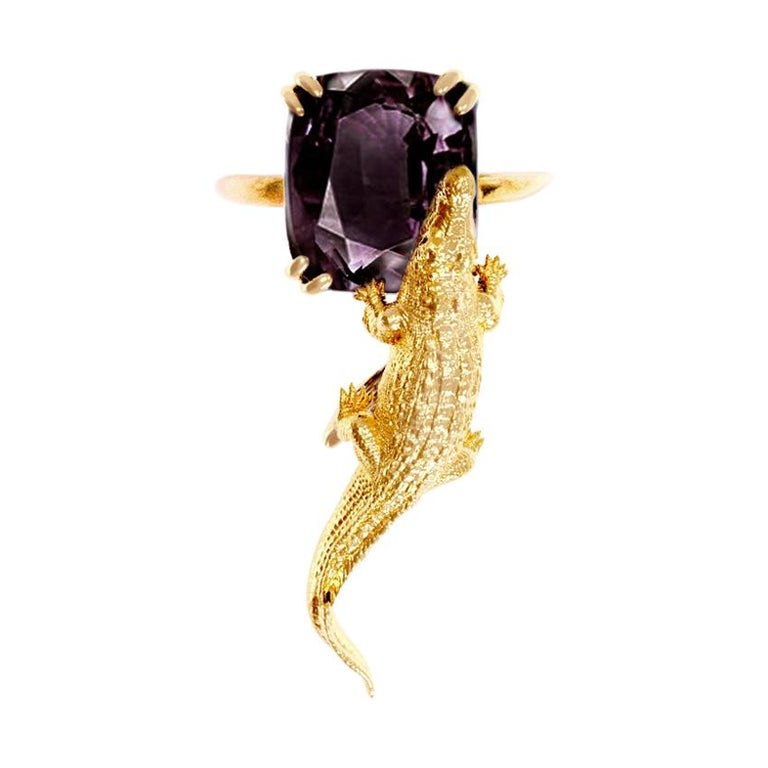 18 Karat Yellow Gold Contemporary Ring with 7.42 Ct Perfect Storm Purple Spinel For Sale