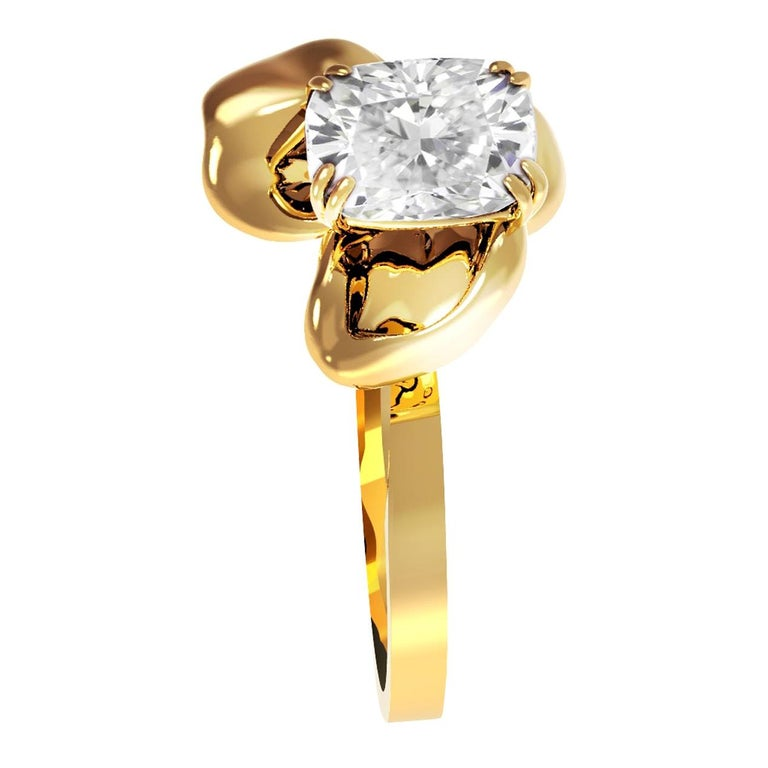 18 Karat Yellow Gold Contemporary Ring with GIA Certified 1.01 Carat Diamond For Sale