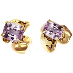 18 Karat Yellow Gold Contemporary Stud Earrings with Cushion Berry Spinels