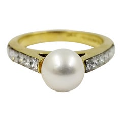 18 Karat Yellow Gold Cultured Pearl Diamond Ring