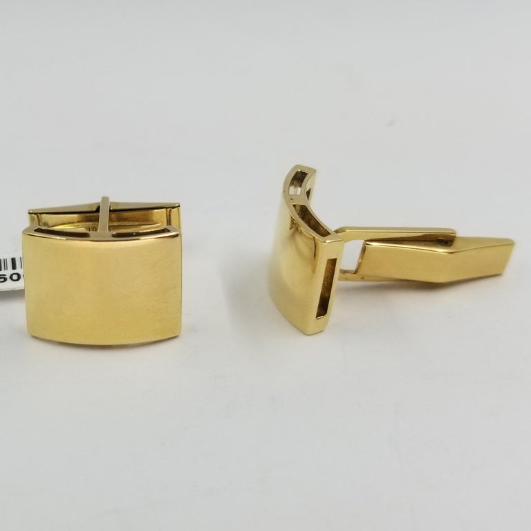 18 Karat Yellow Gold Curved Engravable Cufflinks In Good Condition For Sale In Coral Gables, FL