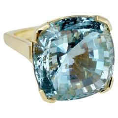 18 Karat Yellow Gold Cushion Cut Blue Topaz Dress Ring
