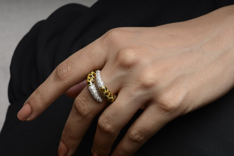 Round Cut 18 Karat Yellow Gold Diamond and Enamel Ring For Sale