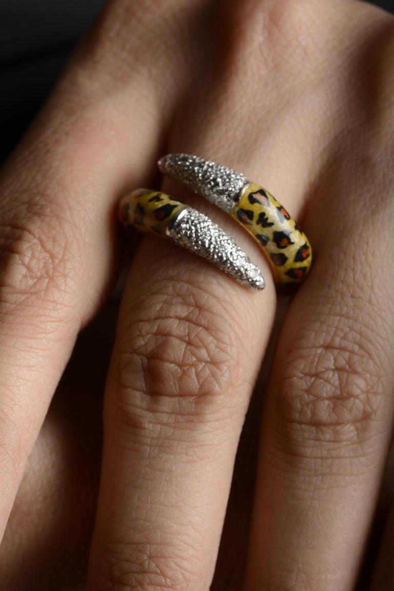 Women's 18 Karat Yellow Gold Diamond and Enamel Ring For Sale