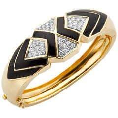 18 Karat Yellow Gold Diamond and Onyx Cuff Bracelet