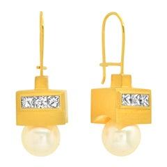 "FARBOD 18 Karat Yellow Gold Diamond and Pearl Earrings ""Elegance"""