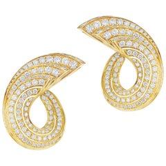 18 Karat Yellow Gold Diamond Earring