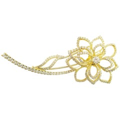 18 Karat Yellow Gold Diamond Flower Brooch