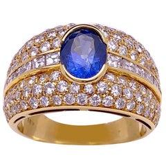 18 Karat Yellow Gold Diamond Ring with 1.47 Carat Oval Blue Sapphire Center