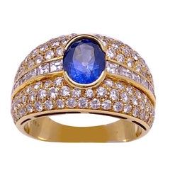 18 Karat Yellow Gold Diamond Ring with 1.47 Carat Oval Blue Sapphire Center