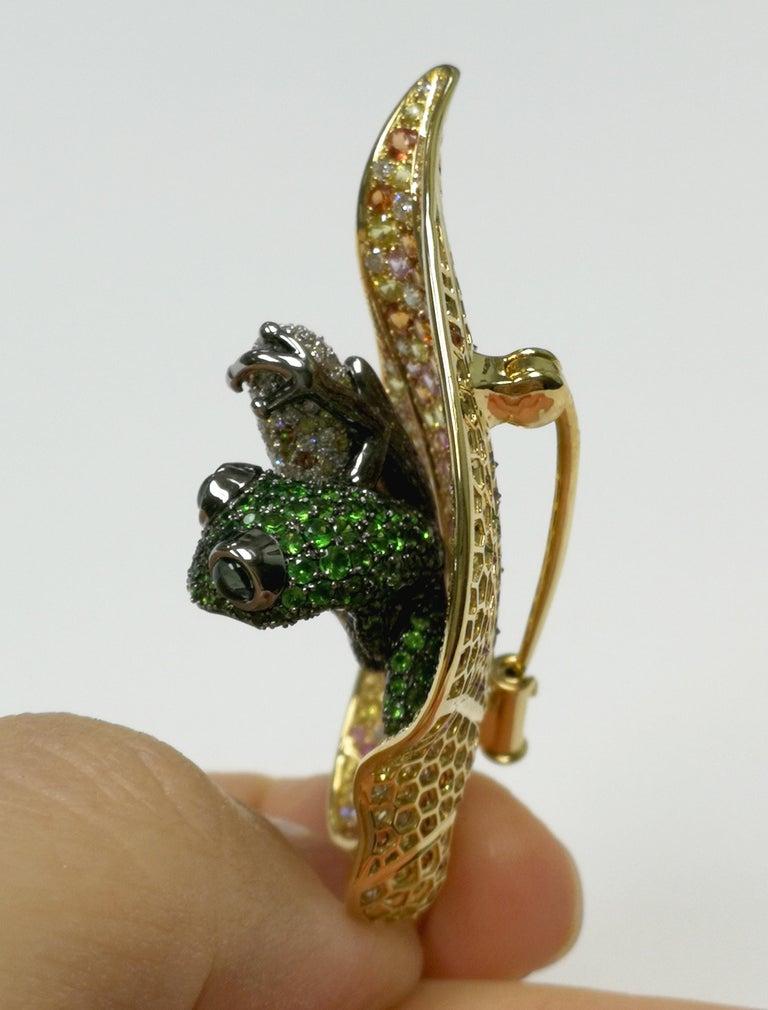 18 Karat Yellow Gold Diamond Sapphire Tsavorite Frog on the Leaf Brooch For Sale 2