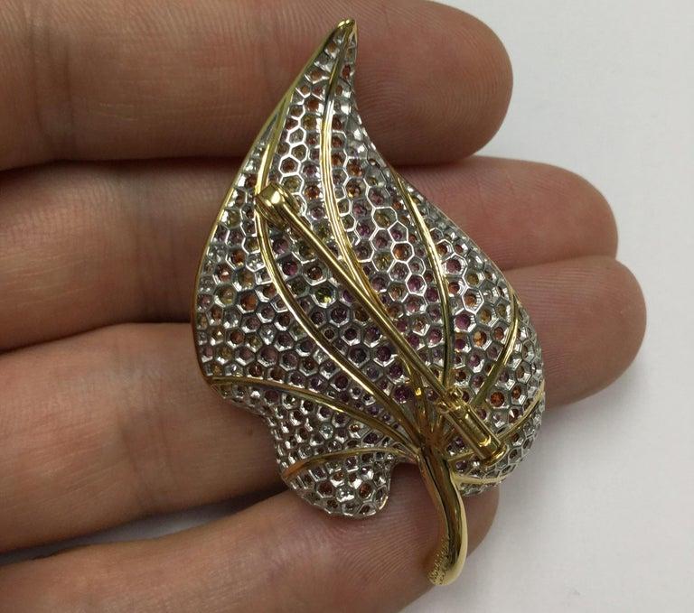 18 Karat Yellow Gold Diamond Sapphire Tsavorite Frog on the Leaf Brooch For Sale 4