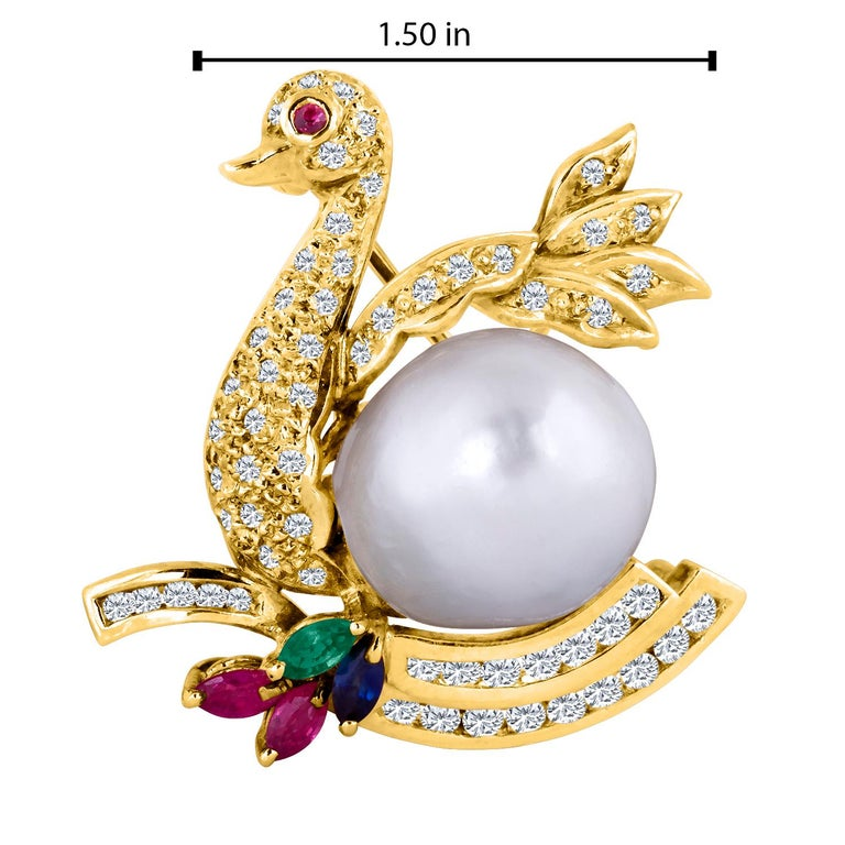 18 Karat Yellow Gold Diamond Swan Brooch with a South Sea Pearl Belly In New Condition For Sale In New York, NY