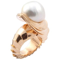 18 Karat Yellow Gold Casa Batlló Shell Ring with a 26.80 Carat Pearl