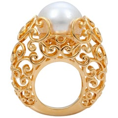 18 Karat Yellow Gold Goudleer Ring Featuring a South Sea Cultured Pearl