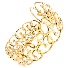 18 Karat Yellow Gold D'Joya Twisted Heart Bracelet with Akoya Pearls