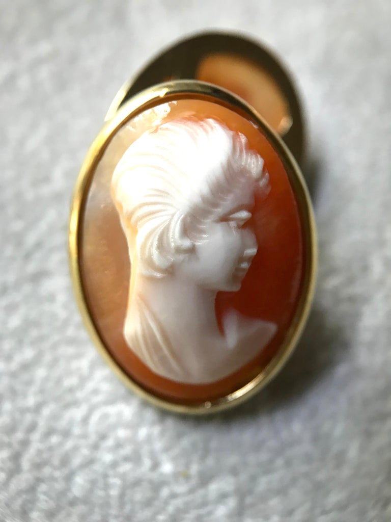 Women's or Men's 18 Karat Yellow Gold Double Cameo Cufflinks For Sale