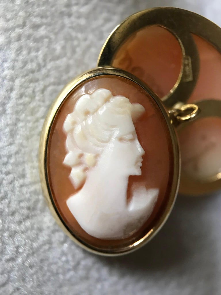 18 Karat Yellow Gold Double Cameo Cufflinks For Sale 2