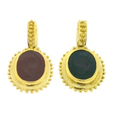 18 Karat Yellow Gold Double-Sided Green Intaglio and Carnelian Cabochon Pendant