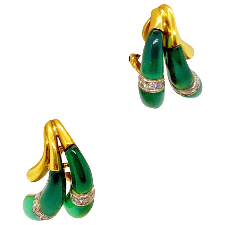 18 Karat Yellow Gold Earrings with Diamond and Chrysoprase For Sale