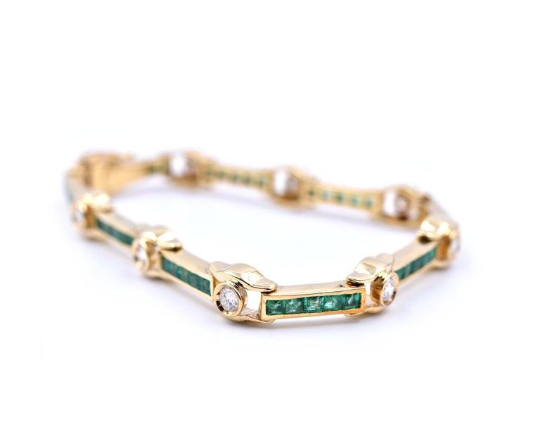 Round Cut 18 Karat Yellow Gold Emerald and Diamond Bracelet For Sale