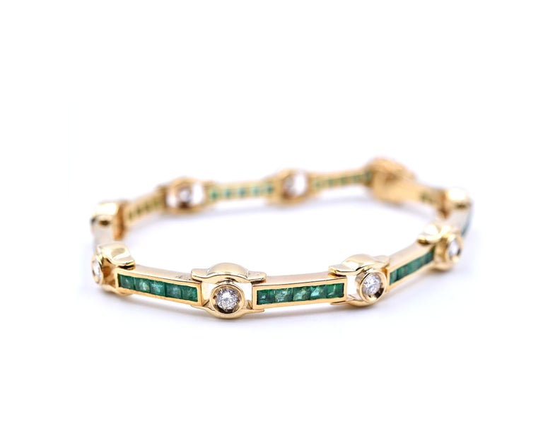 18 Karat Yellow Gold Emerald and Diamond Bracelet In Excellent Condition For Sale In Scottsdale, AZ