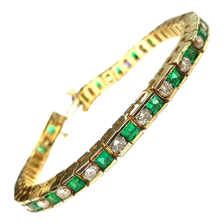 18 Karat Yellow Gold Emerald and Diamonds Tennis Bracelet For Sale