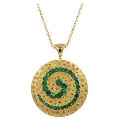 18 Karat Yellow Gold Emerald Brown Diamonds Garavelli Round Pendant with Chain