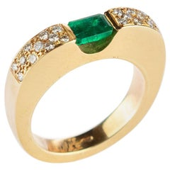 18 Karat Yellow Gold Emerald Diamond Pave Brilliant Cut Handmade Band Ring