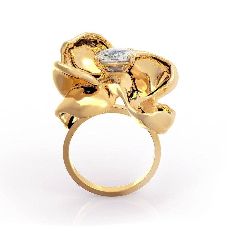 18 Karat Yellow Gold Engagement Ring with GIA Certified 2.4 Carat Diamond In New Condition For Sale In Berlin, Berlin