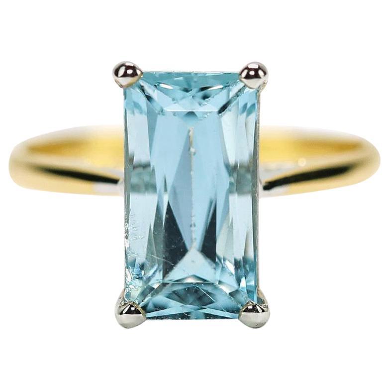 2.91 Carat Aquamarine Solitaire 18 Karat Yellow Gold Dress Ring
