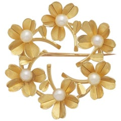 18 Karat Yellow Gold Flower Brooch, France 1950, 6 Cultered Pearls
