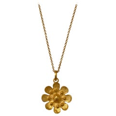 18Karat Solid Yellow Gold Satin Finish Flower Pendant Chain Necklace