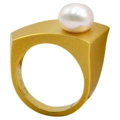 18 Karat Yellow Gold Freshwater Pearl Cocktail Ring
