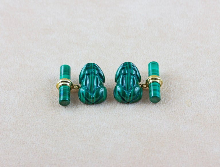This playful pair of cufflinks is entirely made in malachite and its front face is hand carved to depict the body a frog, also in malachite is made the  back toggle, simple and cylindrical, while an 18k yellow gold post connects these two elements