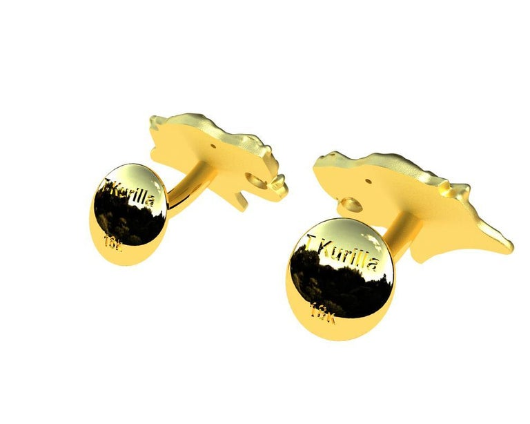 Women's or Men's 18 Karat Yellow Gold GIA Diamond Leopard Cufflinks For Sale