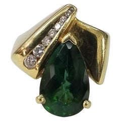 18 Karat Yellow Gold Green Tourmaline and Diamond Ring