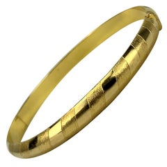 18 Karat Yellow Gold Hinged Striped Bangle Bracelet