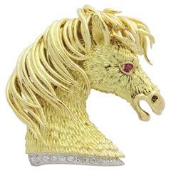 18 Karat Yellow Gold Horse Head Brooch by Pierino Frascarolo