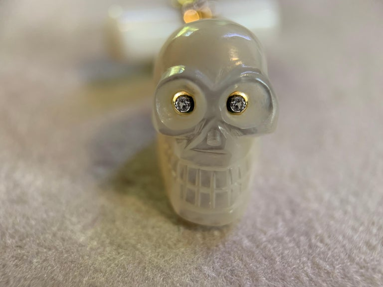 18 Karat Yellow Gold in Mother of Pearl and Diamonds Skull Cufflinks In New Condition For Sale In Milano, IT