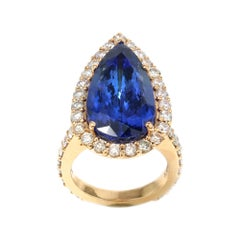 18 Karat Yellow Gold Ladies Ring with Natural Tanzanite of 14.38 Carat